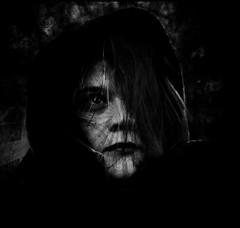 The Dark (One-Basic-Of-Art) Tags: horror scary creepy spooky mood moody creature kreatur dark darkness darkest düster dunkel dunkelheit nightmare nightmares mal böse face gesicht portrait fantasy 1basicofart annewoyand anne woyand canon gloomy mensch human person people black white bw sw monochrom monochrome schwarz weis weiss noir blanc ann canoneos canoneos350d edit bearbeitet