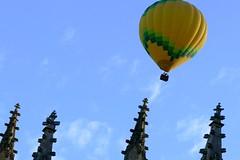 Pináculos (alfonsocarlospalencia) Tags: pináculos globo peligro amarillo catedral segovia baile amanecer san geroteo huida gótico ascensión azul viento inclinación