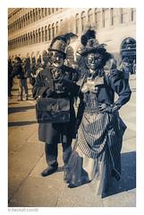 carnaval de venecia  - 11 - (héctoR condE) Tags: pareja biancoenero sepia virado blancoynegro bw monocromatico monocromo 2017 carnaval d610 europa febrero italia nikon venecia viaje