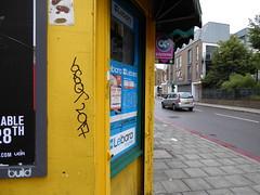 10 Foot graffiti, Stockwell (duncan) Tags: graffiti stockwell 10foot