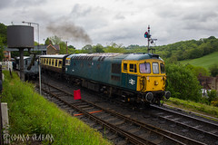 #StraightOuttaCrompton (Cosmo's Train & Gig Photos) Tags: class33 crompton bagpipe d6521 33108 vampire svr severnvalleyrailway highley brblue