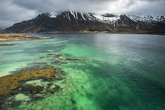 Emerald waters of Lofoten (Sizun Eye) Tags: eau water green verte archipelago lofoten norway norvège northerneurope europe mountains snow montagnes neige claire clear sizuneye nordland gettyimages emerald