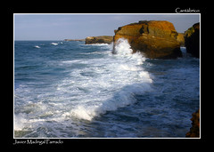 Sol y sombra. (jmadrigal09) Tags: jmadrigal mar sea cantábrico playadelascatedrales paisaje landscape marina