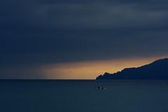 Burrasca in arrivo (kmclaudio) Tags: mare acqua temporale burrasca nuvole barca tramonto sole allaperto pentaxart
