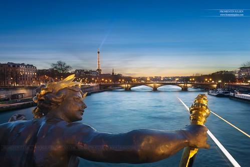 Nymphe du Pont Alexandre III, Paris