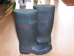 DUNLOP  Purofort   do groen  001 (stevelman14) Tags: dunlop purofort donkergroengroen laarzen schoon roodopdruk poseren indoor