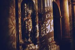 Venezia diversa lontano dai luoghi più affollati e turistici (pisanim1) Tags: venezia venice venise mystery mysterious hidden veneto italia palazzo pisani sanmarco shadow play secrete venedig venecia