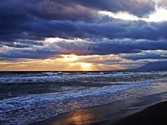 Los rayos del sol (Antonio Chacon) Tags: andalucia atardecer marbella málaga mar mediterráneo costadelsol cielo españa spain sunset sol orilla nubes agua puestadesol playa paisaje nature naturaleza