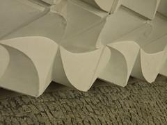 Socialistic Chic (Tetraeders) (Ed Sax) Tags: tetraeder geometrie design edsax architektur fassade berlin ddr sozialismus beton white leipzigerstrase
