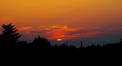 Sunset bulding - Yvelines (78) (FloLfp) Tags: yvelines 78 france sun orange jaune violet ombres batiment habitation