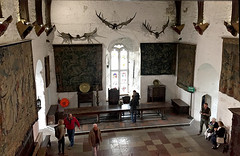 The Great Hall (Églantine) Tags: anotherperspective thegreathall bunrattycastle coclare ireland irlande tapestries frenchbelgianandflemishtapestries frenchtapestry belgiantapestry flemishtapestry