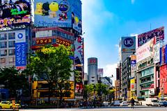 At Shibuya Scramble Intersection : 渋谷スクランブル交差点にて (Dakiny) Tags: 2017 spring april japan tokyo shibuya station shibuyastation city street intersection scrambleintersection shibuyaintersection shibuyascrambleintersection people nikon d7000 sigma 1770mm f284 dc macro os hsm sigma1770mmf284dcmacrooshsm nikonclubit