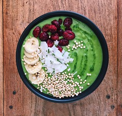 Smoothie bowl filled with detoxyfying and alkalysing greens (In The Kitchen With M) Tags: smoothiebowl greens greensmoothiebowl healthy healthybreakfast bowl breakfast colazione monday newweek freshstart superfoods inthekitchenwithm easyrecipes avocado