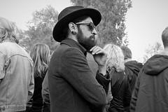 inkognito (O.Krüger) Tags: hannover niedersachsen deutschland germany hannoverlinden streetphotography sw schwarzweis socialdocumentary streetlife streetportrait bw bianconero blackwhite monochrom peopleinthecity people portrait personen