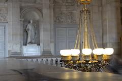 IMG_2724 (valentinperrier) Tags: chateaudeversailles versailles lustre statue