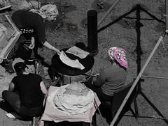scène de vie - Scene of life (n° N6MAA10816) Tags: nb desaturation noir blanc black white extérieur femme women