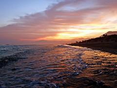 Anocheciendo en la costa (Antonio Chacon) Tags: andalucia atardecer marbella málaga mar mediterráneo costadelsol cielo agua españa spain sunset puestadesol paisaje nubes nature naturaleza orilla