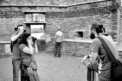 Ponte di Castelvecchio, Black & White (mao832) Tags: ritratto portrait castello castle bn bw nero bianco white black biancoenero blackandwhite fotografandoilfotografo photographingthephotographer italy italia verona scaligero castelvecchio bridge ponte