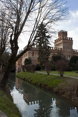Castel Manfredi, Cremona (igorigor88) Tags: castello villa house castle architettura architecture building edificio palace cielo sky clouds nuvole tree albero verde green acqua water reflection reflex riflesso fossato winter inverno march marzo nature natura nikon d3300 trip travel gita viaggio cremona north italy italia pianura padana cicognolo lombardia landscape paesaggio view vista
