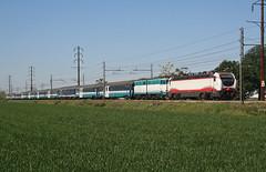 Avvicendamenti... (Maurizio Zanella) Tags: treni trains ferrovia railways trenitalia fs e402b112 e656431 icn1962 icn35740 italia alessandria tortona