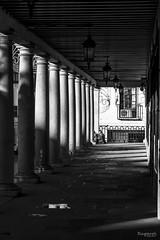 luces y sombras (raperol) Tags: calle toledo street bn blancoynegro