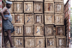 DSC_4506 (Arun Ramanan) Tags: street box woodenbox tnagar thechennaiphotowalk cpw colour pattern nikon arunramanansphotography madras chennai thelife streetlife still life work wages struggle weight market