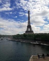 Torre Eiffel (chiarabusiello) Tags: paris torreeiffel senna metro amazing sky blue colors photo