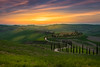 DSC00288_s (AndiP66) Tags: agriturismobaccoleno agriturismo baccoleno sonnenuntergang sunset nebel dunst fog mist sonne sun evening abend april spring 2017 siena pienza sanquiricodorcia valledorcia valle dorcia toscana tuscany italien italy sony sonyalpha 7markii 7ii 7m2 a7ii alpha ilce7m2 sigma sigma24105mmf4dghsmart sigma24105mm 24105mm art amount laea3 andreaspeters