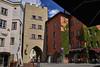 Beim Roten Turm (Helmut Reichelt) Tags: roterturm stadttor streetphoto flickrtreffen flickrmeeting wasserburg frühling mai oberbayern bavaria deutschland germany leica leicam typ240 captureone10 colorefexpro4 leicasummilux35mmf14asphii