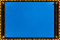Sky-framing (Maerten Prins) Tags: germany duitsland deutschland hamburg chilehaus fischertwiete upshot bluehour blue hour square hof rectangle evening twilight dark light lights sky frame framing empty negativespace