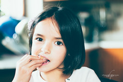 Biscuits (Diego Pianarosa (aka Pinku)) Tags: rebecca diegopianarosa pinku helios 442 58mm f2 colors potra kodak soe bokeh swirly bambina child girl biscotto biscuits