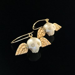 Memento Mori Pearl Skulls in 14K gold, earrings