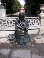Burgos - Standbeeld oud vrouwtje wat kastanjes poft (Bartwatching) Tags: burgos standbeelden rodrigodiazdevivar elcid fietsvakantie fietsvakanties spanje spain elcaminodelcid