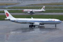 Air China   Airbus A330-300   B-8689   Shanghai Hongqiao (Dennis HKG) Tags: airchina cca ca airbus a330 a330300 airbusa330 airbusa330300 aircraft airplane airport plane planespotting shanghai hongqiao zsss sha b8689 staralliance canon 7d 100400