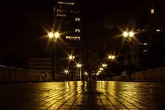 viaduto Santa Efigênia, noite, centro de São Paulo (Luiz Leite7) Tags: brilho luz vermelho portas calçada prédios pessoas ruas grades escadas teto concreto noite sacada letras vidros vidraças edificios estatuas varanda linhas sãopaulo brasil