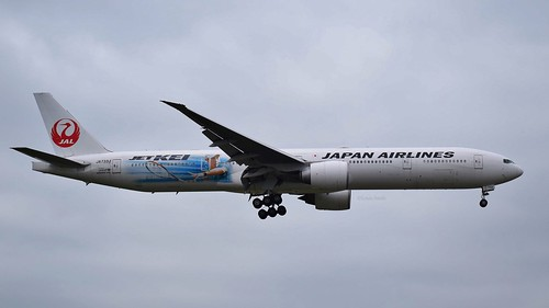 Japan Airlines Boeing 777-300 JA733J