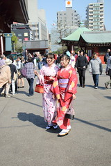 036A1037 (zet11) Tags: japan tokyo japanese younggirls couple folkcostumes kimono