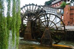 Lijiang 's avonds (jacobotten64) Tags: avond molen unescoworldheritagesite lampion china watermolen lijiang yunnan