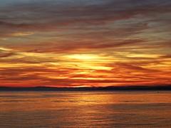 Crepúsculo (Antonio Chacon) Tags: andalucia atardecer puestadesol marbella málaga mar mediterráneo costadelsol cielo españa spain sunset nubes nature naturaleza paisaje agua reflejos