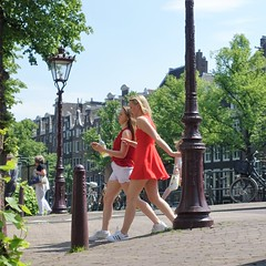 Red dress (theo_vermeulen) Tags: amsterdam keizersgracht