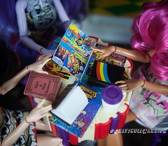 #bookparty #everafterhigh #kittycheshire #lizziehearts #gingerbreadhouse (GrayskullWarriorToys) Tags: bookparty everafterhigh kittycheshire lizziehearts gingerbreadhouse