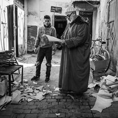 Master (toletoletole (www.levold.de/photosphere)) Tags: fujixt2 marokko marrakesch xf18mmf2 market kasbah bazaar morocco porträt street portrait people sw bw