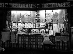 Valencia - Mercado Central - Central Market (Picturepest) Tags: valencia spain espagne spanien market mercado marketstall mercadocentral shop shopping markthalle vendor stand bude booth marktstand marktbude marketbooth espagna streetphotopgraphy person personen persons people leute streetscene strassenszene publicplace öffentlicherplatz city urban urbanity europe europa schwarzweis schwarzweiss sw blackwhite bw blackandwhite schwarzweisfotografie schwarzweissfotografie monochrome noir twit twart