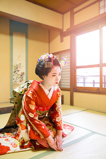Maiko girl greeting to client in Japanese tatami room