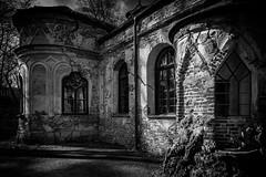 Magdalenenklause (Roman Achrainer) Tags: magdalenenklause nymphenburg schlospark ruine park gebäude architektur schwarzweiss münchen achrainer