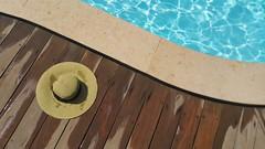Outdoor, a piedi nudi sul deck (Cudriec) Tags: arredamento deck design legno outdoor piscine