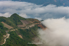 _J5K8943+47.0417.Tà Xùa.Bắc Yên.Sơn La. (hoanglongphoto) Tags: asia asian vietnam northvietnam northwestvietnam landscape scenery vietnamlandscape vietnamscenery vietnamscene nature mountain mountainouslandscape flanksmountain valley valleycloud cloud clouds pass road canon canoneos1dsmarkiii canonef2470mmf28liiusmlens tâybắc sơnla bắcyên tàxùa phongcảnh thiênnhiên mây mâytàxùa núi sườnnúi thunglũng thunglũngmây hdr morning buổisáng phongcảnhtâybắc thiênnhiêntâybắc roadpics đườngbộ roadpicsinmountain conđườngtrênnúi