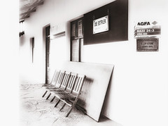 AGFA (Daniela 59) Tags: bench benchmonday agfa agfacolor hotel restaurant dieeetplek kamieskroon blackandwhite monochrome monochromemonday 100x2017 100xthe2017edition image49100 theworldaroundme namaqualand northerncape southafrica highkey danielaruppel