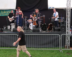 Paul Parker and the Right Friends (Badly Drawn Dad) Tags: gbr ludlow shropshire unitedkingdom ludlowcastle ludlowspringfestival americana beertent geo:lat=5236684187 geo:lon=272283177 music geotagged