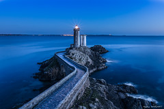 Phare du Minou (Njones03) Tags: bretagne bretagne2017 nicolassavignat presquiledecrozon seascape lighthouse bluehour brittany plouzané france fr